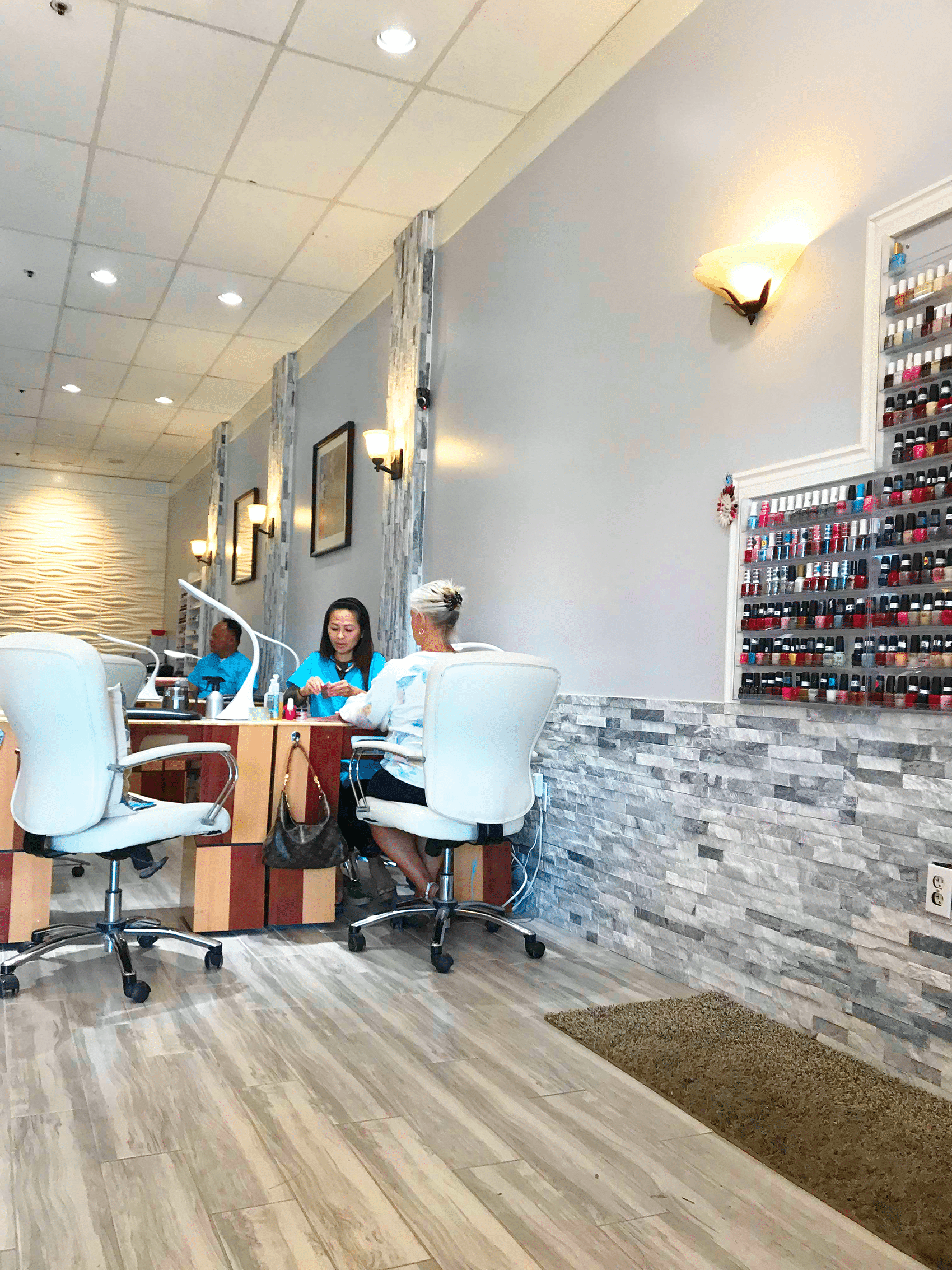 A Z Nails Salon 1